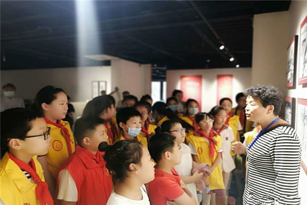 河南开封【爱在童年 益在未来】热爱家乡,珍惜今天的幸福生活