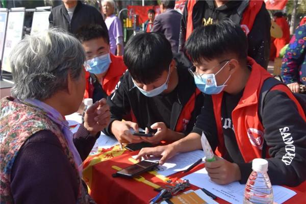 河南开封【黄手环行动】志愿者服务活动让我们明白了作为当代大学生应具有的道德素质、个人修养以及社会责