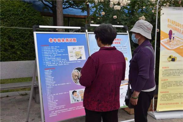 开封【黄手环行动】聆听老人的需求 解答他们的问题